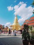 Wat phra das hariphunchai lizenzfreies stockfoto