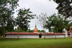 Wat phra den sawitempel på Chumphon i Thailand Arkivbilder