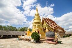 Wat Phra That Duang Deaw Lamphun Thailand Royaltyfri Bild