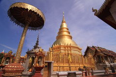 Wat Phra That Hariphunchai, Lamphun Thailand stockfotos