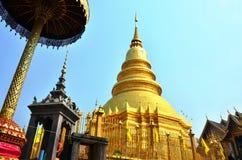 Wat Phra That Hariphunchai på Lamphun av Thailand Royaltyfri Foto