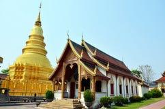 Wat Phra That Hariphunchai på Lamphun av Thailand Arkivbilder