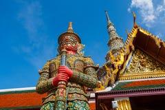 Wat Phra Kaeo、曼谷盛大鲜绿色菩萨或Wat Phra Kaeo的宫殿&寺庙在曼谷,泰国 免版税库存图片