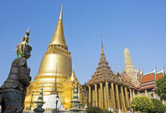 Wat Phra Kaeo den storslagna slotten, Bangkok Thailand Royaltyfri Bild
