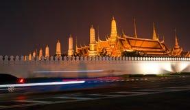 Wat Phra Kaeo Tempel nachts, Bangkok, Thailand. Stockbilder