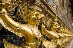 Wat Phra Kaew金黄Garuda雕象  图库摄影