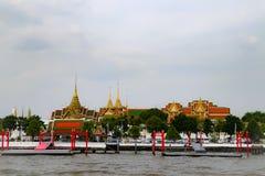 Wat Phra Kaew или висок изумрудного Будды, статуи попечителя и большой дворец расположенные внутри земли большого дворца в запрет стоковое фото rf