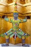 wat phra kaew радетеля демона chedi золотистое Стоковая Фотография RF