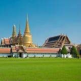 Wat Phra Kaew blå himmel utan moln i Thailand Arkivbilder