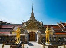 Wat Phra Kaew blå himmel utan moln i Thailand Fotografering för Bildbyråer