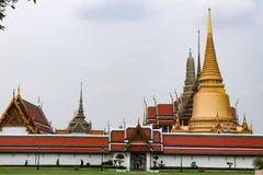 Wat Phra Kaew, conhecido geralmente em ingl?s como o templo de Emerald Buddha ou do pal?cio grande ? considerado como o Buddhi o  imagens de stock royalty free