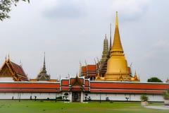 Wat Phra Kaew, conhecido geralmente em ingl?s como o templo de Emerald Buddha ou do pal?cio grande ? considerado como o Buddhi o  fotografia de stock royalty free