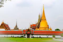 Wat Phra Kaew, conhecido geralmente em ingl?s como o templo de Emerald Buddha ou do pal?cio grande ? considerado como o Buddhi o  imagem de stock