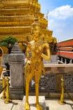 Wat Phra Kaew lub ?wi?tynia Szmaragdowy Buddha, opiekun statuy i Uroczysty pa?ac lokalizowa? w?r?d ziemi Uroczysty pa?ac w zakazi zdjęcie stock