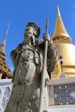 Wat Phra Kaew met Chinees beeldhouwwerk Royalty-vrije Stock Foto