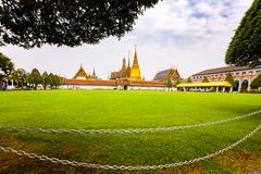Wat Phra Kaew ou Emerald Buddha Temple e Royal Palace foto de stock royalty free