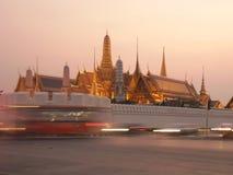 Wat Phra Keaw i aftonen arkivbild