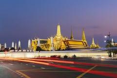 Wat Phra Keaw jest najwięcej sławnego punktu zwrotnego Tajlandia przy półmrokiem zdjęcie royalty free