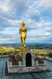 Wat Phra Który Khao Noi, Nan prowincja, Tajlandia, Złota Buddha statuy pozycja na górze fotografia royalty free