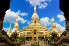 Wat Phra Maha Chedi Chai Mong Kol Fotografía de archivo libre de regalías
