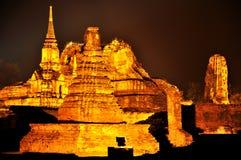 Wat Phra Mahathat på natten Royaltyfri Fotografi