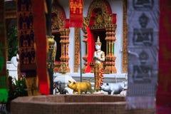 Wat Phra pagody zawiera Buddha ` s relikwię złotego stupas lub, rozważającą jako treas Że Doi Dzwonił świątynię z własnością publ obrazy royalty free