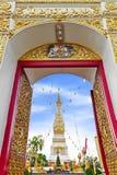 Wat Phra That Phanom alloggia lo stupa famoso che contiene l'osso di seno del ` s di Buddha nella provincia di Nakhon Phanom, Tai Immagine Stock
