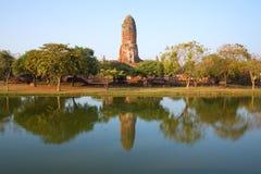 Wat Phra Ram寺庙的废墟看法设置太阳的射线的 阿尤特拉利夫雷斯 免版税库存图片