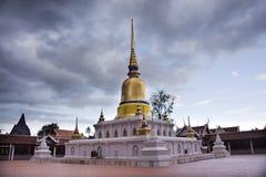 Wat phra sawi寺庙在Chumphon,泰国,当下雨风暴时 免版税图库摄影