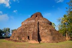 Wat Phra Si Rattana Mahathat, Chaliang przy Si Satchanalai Dziejowym parkiem -, UNESCO światowego dziedzictwa miejsce Fotografia Stock
