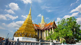 Wat Phra Si Rattana Satsadaram or wat phra kaew beautiful architecture, historic attractions, world-class in Bangkok stock video