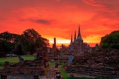 Wat Phra Si Sanphet 3 pagod som byggs i Ayutthayaen royaltyfria foton