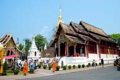 Wat Phra Sing på den Songkran festivalen Royaltyfria Foton
