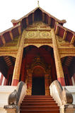 Wat Phra Singh Woramahaviharn localizou em Chiang Mai Thailand Fotos de Stock