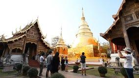 Wat Phra Singh Woramahaviharn Temple bouddhiste en Chiang Mai, Thaïlande banque de vidéos