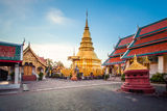 Wat phra som hariphunchai Royaltyfri Bild