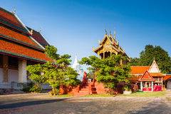 Wat phra som hariphunchai Arkivfoton