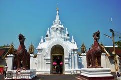Wat Phra den Haripunchai av Lamphun Thailand Arkivfoton