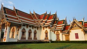 Wat Phra Sri Mahathat badade i morgonljus Royaltyfri Foto
