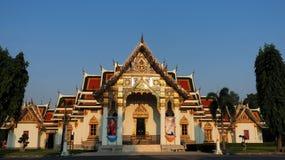 Wat Phra Sri Mahathat badade i morgonljus Arkivbilder