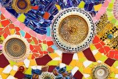 在wat phra t的五颜六色的陶瓷和彩色玻璃墙壁背景 免版税库存照片