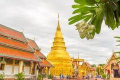 Wat Phra Ten Hariphunchai świątynia Zdjęcia Stock