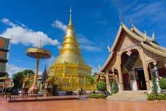 Wat Phra Thad Hariphunchai offentlig tempel arkivbilder