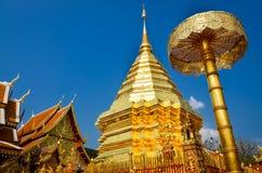 金黄寺庙Wat phra在Doi Suthep,清迈,泰国 免版税库存图片