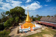 Wat Phrathat Doi Kham, Chiang Kham District, Phayao Images libres de droits
