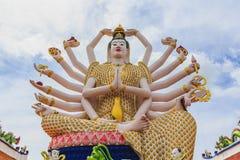 Wat Plai Laem寺庙和18只手观音工业区或观世音菩萨雕象 免版税库存照片