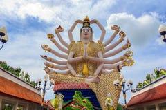 Wat Plai Laem寺庙和18只手观音工业区或观世音菩萨雕象 免版税库存图片