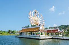 Wat Plai Laem Temple, het grote Guan Yin-standbeeld op het eiland Koh Samui, Thailand royalty-vrije stock fotografie