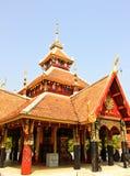 Wat Pong Sanook Tai, tempel in Lampang, Thailand Stock Afbeelding