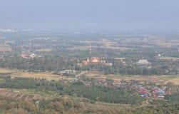 Wat Pra高鸟瞰图在帕府,泰国的Cho Hae公开寺庙 免版税图库摄影